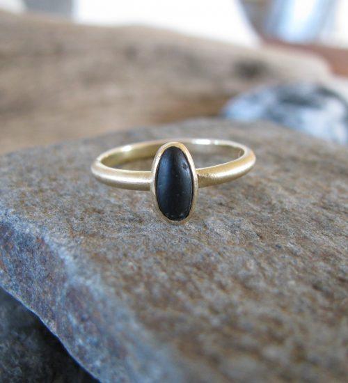 18 Karat Gold Basalt Pebble Ring
