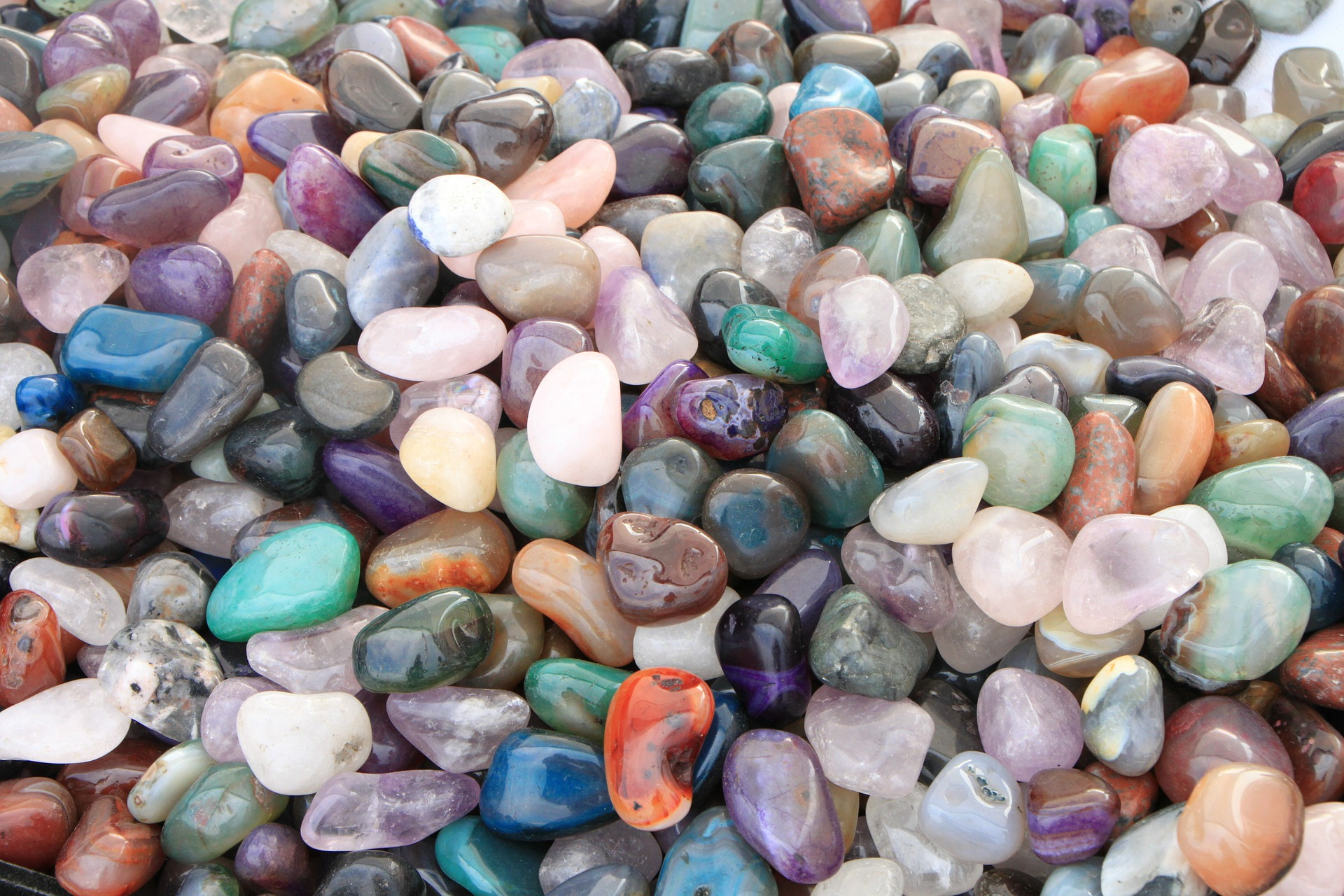 10 Fascinating Facts About Rocks Minerals And Gemstones